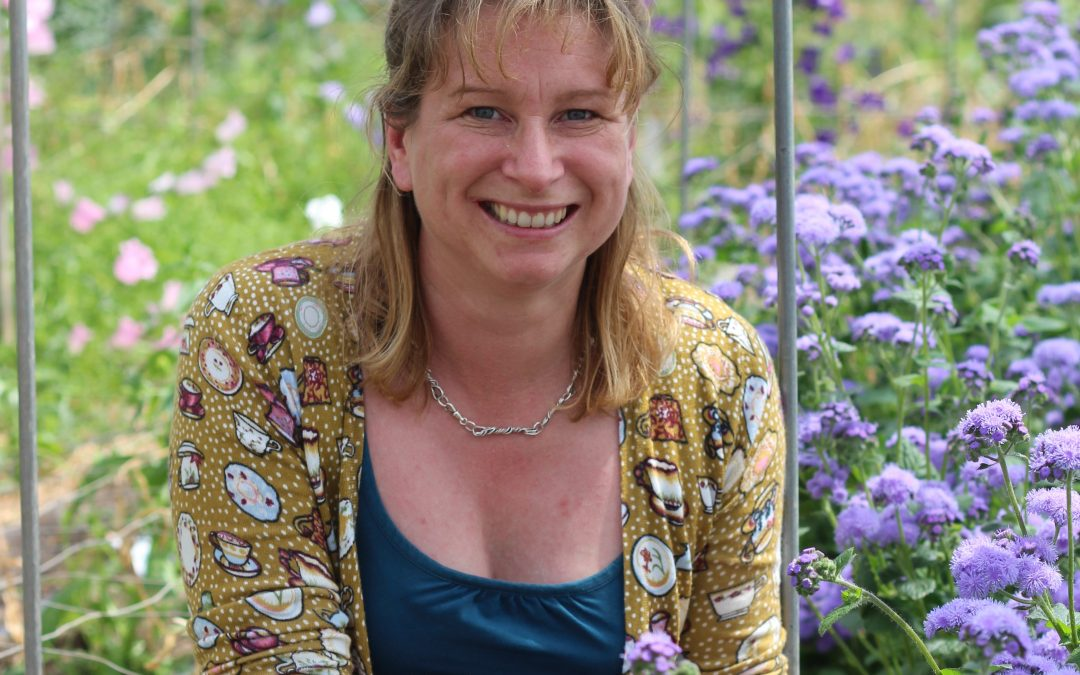 Student Feature for British Flowers Week – Anna Brian